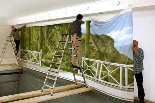 wandmalerei-montage-eines-wandbildes