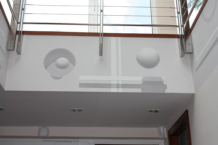 moderne-wandmalerei-im-atrium