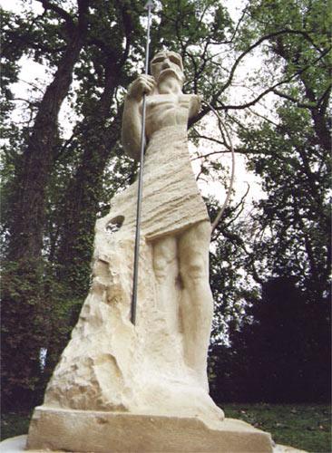 stein-skulptur-im-park