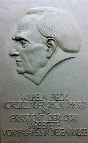 wilhelm-pieck-gedenktafel-relief